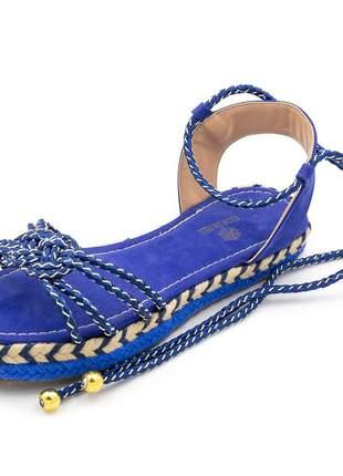 Sandália rasteira em cordão azul amarrar na perna